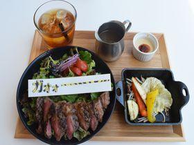 肉&虎ガールはザ・ストライプカフェ(大阪)で阪神タイガースを全力で応援しよっ!|大阪府|トラベルjp<たびねす>