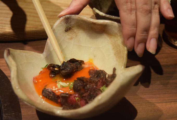 一押しは黒トリュフ×卵黄で食べる「北新地はらみのステーキ」