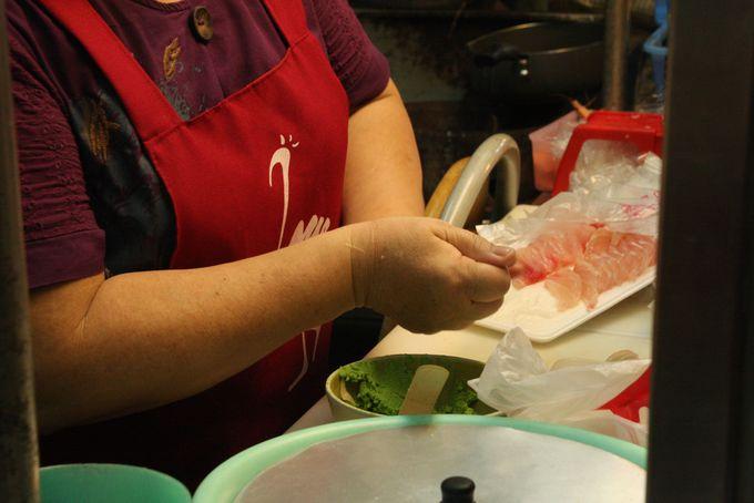 台湾のおばちゃんが丁寧に作る生魚握寿司