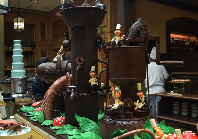 チョコレート工場の世界観をスイーツで表現