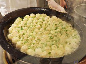 神戸南京町の人気焼小龍包「ユンユン」がパワーアップ!紅烏龍ミルクティーは必見!
