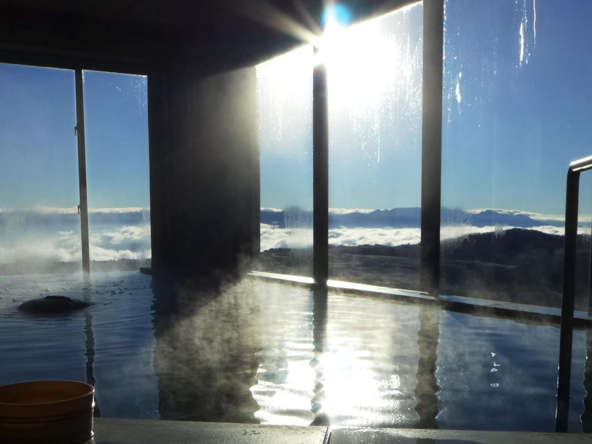 長野・王ヶ頭ホテルの絶景風呂はお風呂から雲海が見える!?