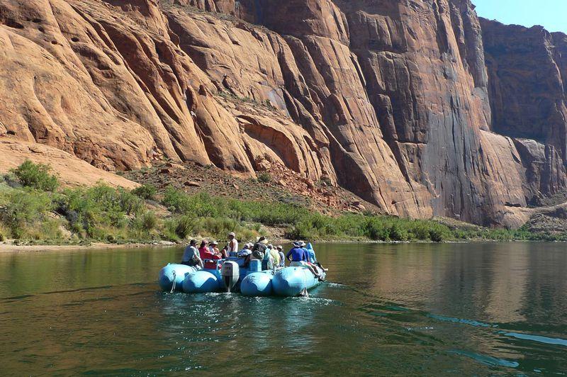 世界遺産グランドキャニオンを作ったコロラド川で川下り体験はいかが?