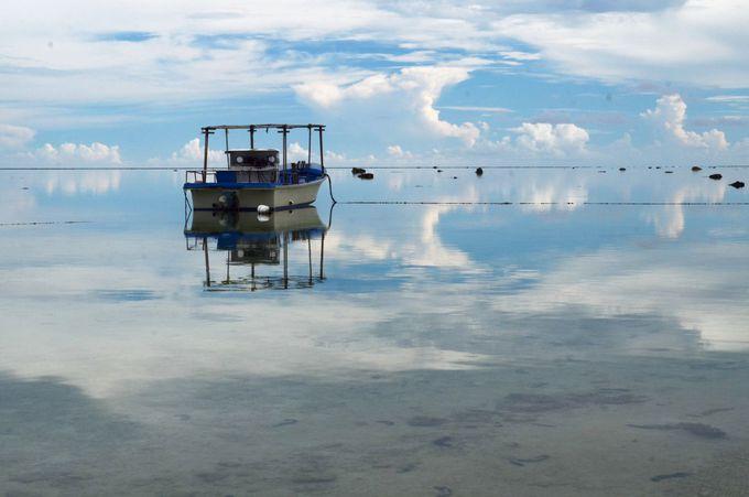 日本のウユニ塩湖!? 鏡張りの絶景が美しすぎる「白保海岸」(沖縄)