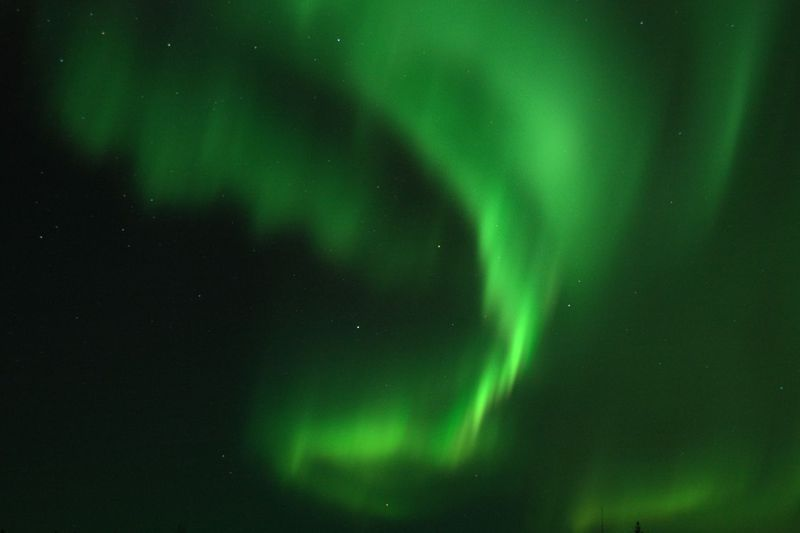 空で光る!揺れる!踊る!厳冬のアラスカでオーロラを見よう