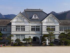 ハイカラな明治時代の洋風建築!岡山県「旧遷喬尋常小学校」|岡山県|トラベルjp<たびねす>