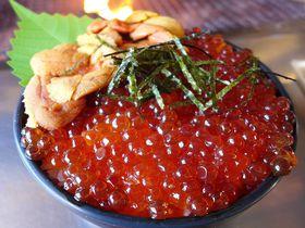 イクラ丼が1000円!釧路「鮭番屋」はその場で焼いて食せる安ウマ海産物直売所|北海道|トラベルjp<たびねす>