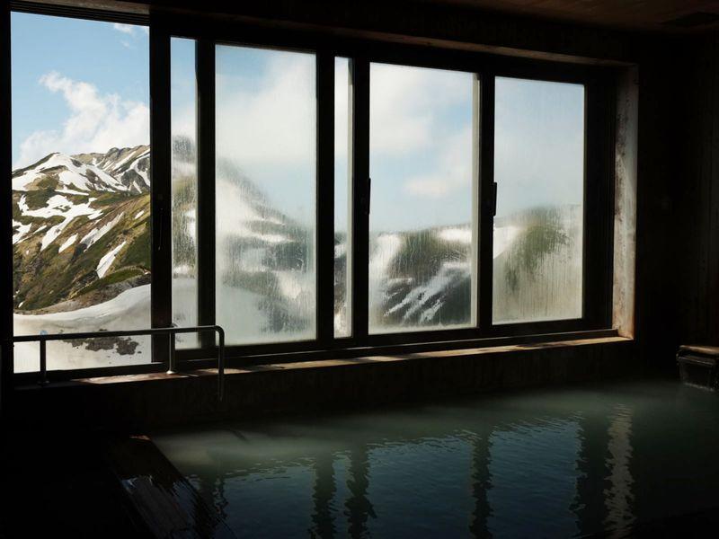 室堂平や源泉至近!温泉自慢の「雷鳥荘」は立山黒部アルペンルートおすすめの宿