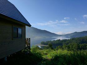 6,500円で貸切る天空のバンガロー!群馬県野反湖キャンプ場は2,000m級の山々に囲まれた絶景地|群馬県|トラベルjp<たびねす>
