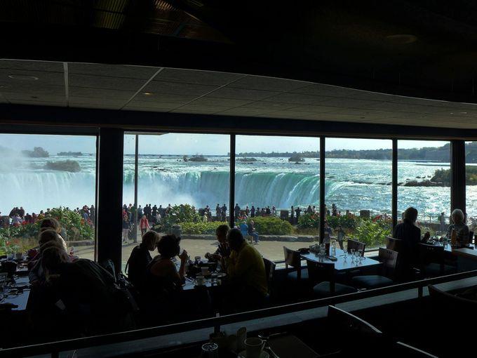 ナイアガラの滝が真横に見える!