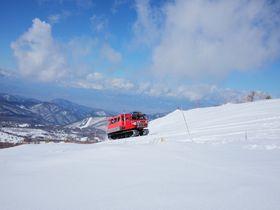 雪上車で山頂へ!滑らずに楽しむ長野「奥ダボス スノーパーク」