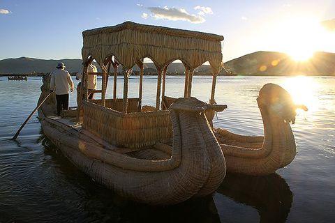 「チチカカ湖」の浮島を訪れてみよう