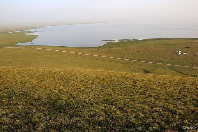 標高3000mを越える大草原に広がるソン・クル湖