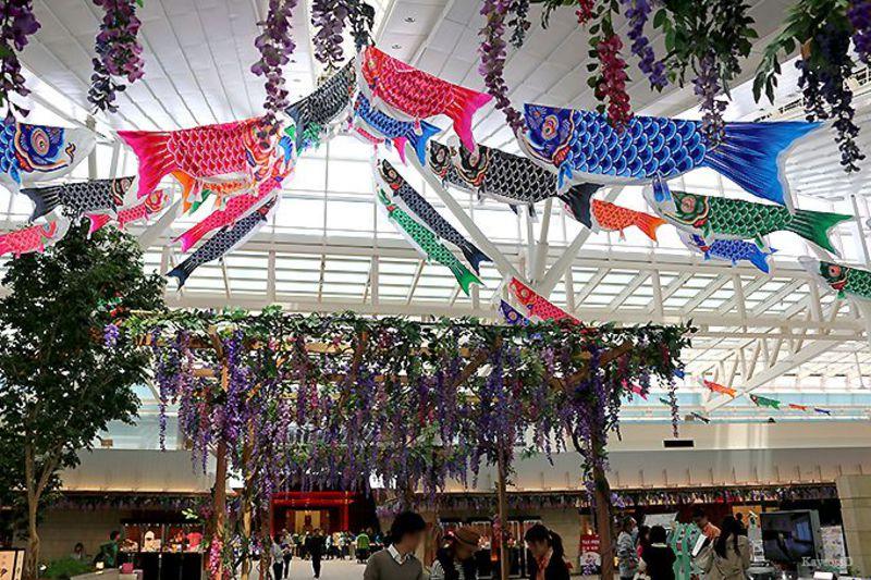 期間限定!52匹のこいのぼりが泳ぐ羽田空港のイベントと人に教えたくなる見どころ