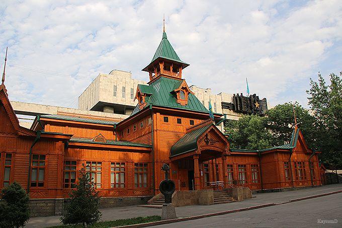 伝統的な楽器が見られる「カザフ民族楽器博物館」