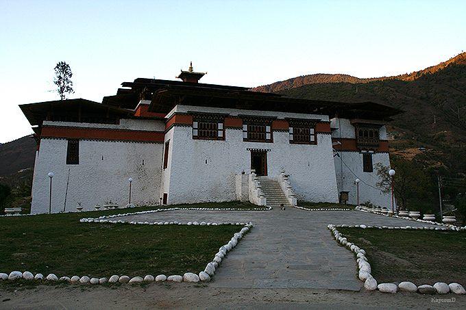 ブータン最古の城シムトカ・ゾン
