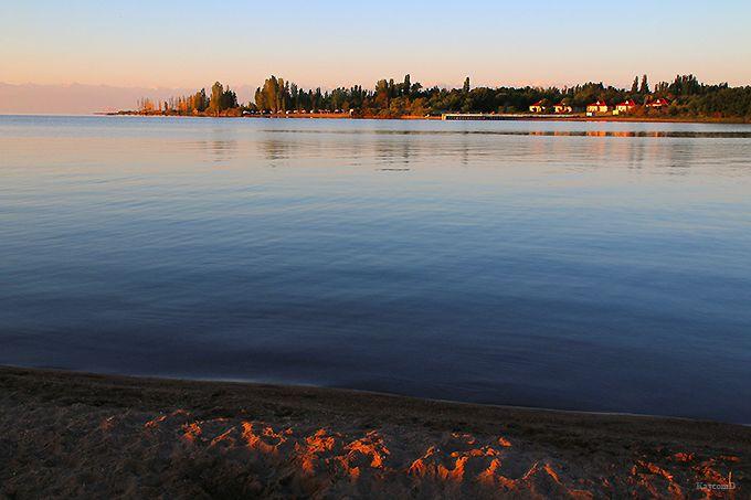 朝夕の湖畔の散策がおすすめ