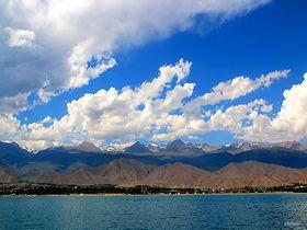 中央アジアの真珠!キルギスの真っ青な湖「イシク・クル」と天山山脈の絶景