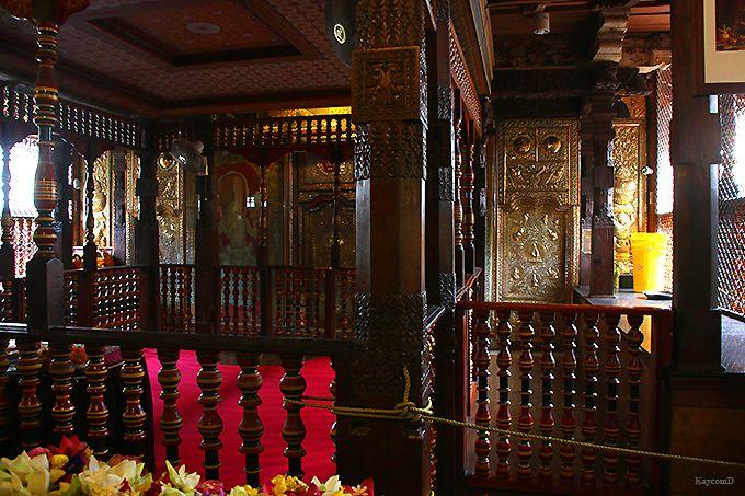 聖地の中心「仏歯寺」