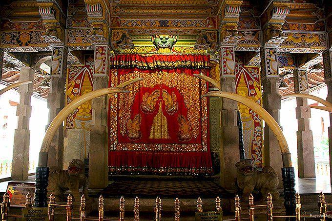 仏歯寺の中で一番古い本堂