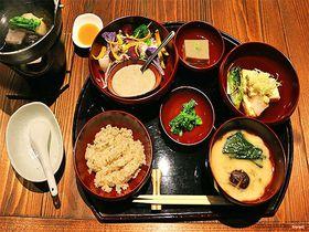 一人旅歓迎の温泉宿!箱根湯本「養生館はるのひかり」で日常を離脱する逗留湯治|神奈川県|トラベルjp<たびねす>