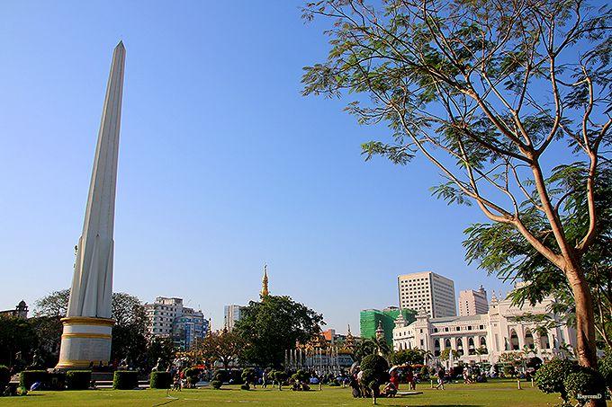 ヤンゴンの中心地スーレー