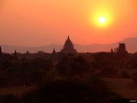 夕陽に染まる仏教建築群は必見!ミャンマーの古都バガン