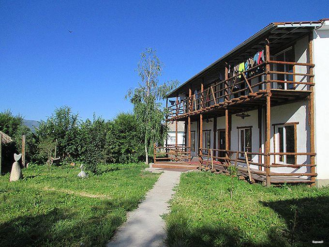 キルギスの大自然に囲まれた「Ashu Guest House」で魂の洗濯