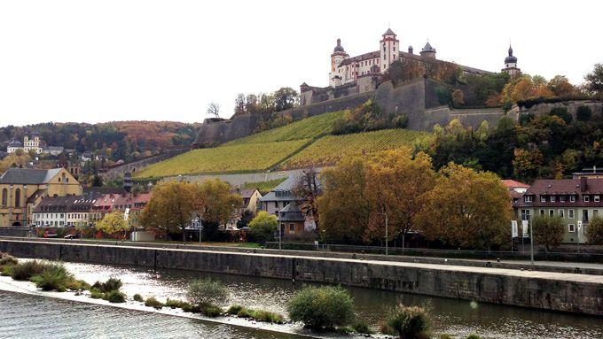 力強く優美にそびえるマリエンベルク要塞