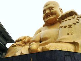 金色の笑う大仏様!台湾台中「宝覚寺」は日本人にもゆかりの深いお寺