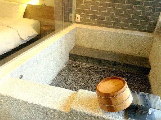 シンプルだけど心地よすぎるベッドと温泉が嬉しい客室!
