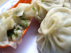 台湾「正好鮮肉小籠包」の小籠包!ネギとスープあふれる安くて美味しい絶品の味|台湾|トラベルjp<たびねす>