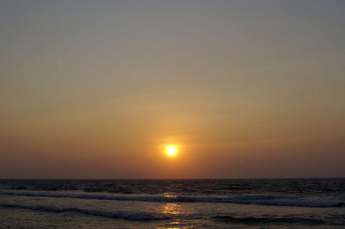さえぎるもののない海に沈む夕日!