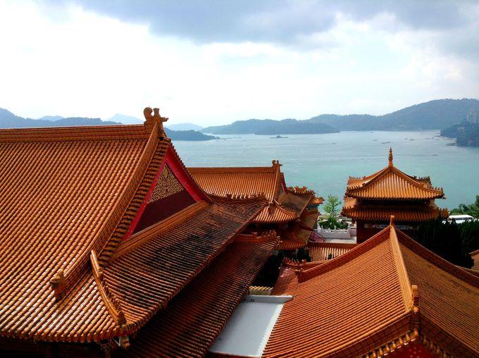 「日月潭文武廟」から眺める絶景の湖