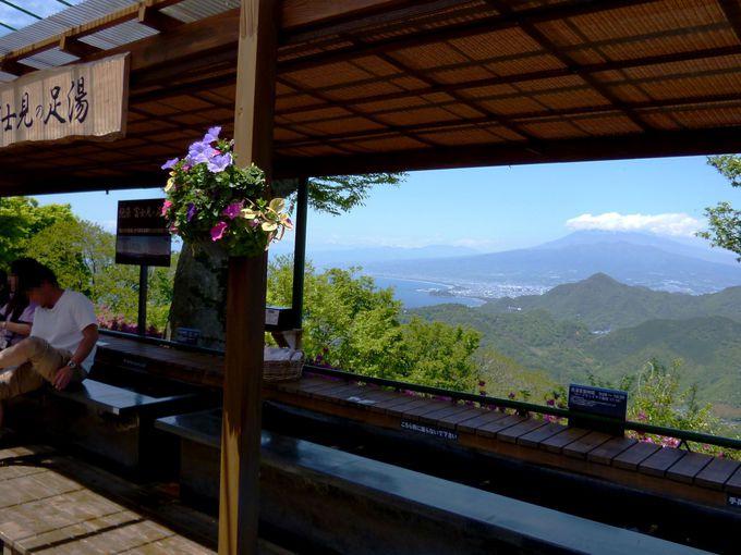 富士山を眺めながら極楽気分!「絶景 富士見の足湯」