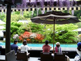 伊豆のおしゃれな足湯ベーカリー!吉奈温泉「東府や Bakery&Table」|静岡県|トラベルjp<たびねす>