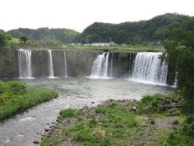 東洋のナイアガラ!?田園地帯に突然現れる大分「原尻の滝」|大分県|トラベルjp<たびねす>