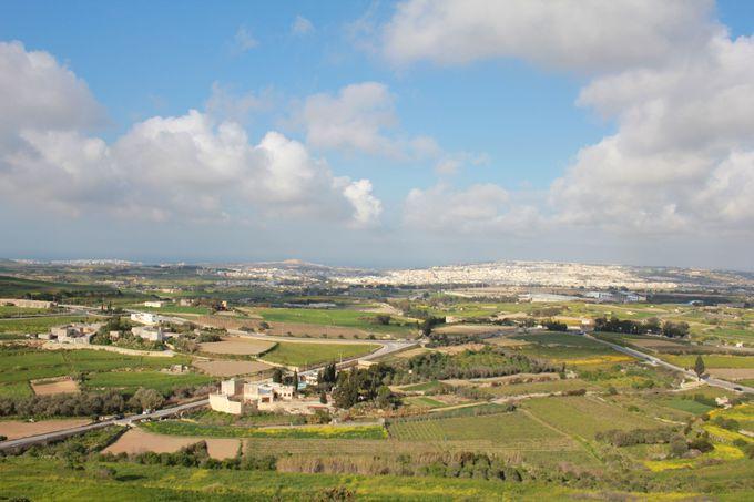 マルタ共和国の美しい風景を一望できる「バスティオン広場」