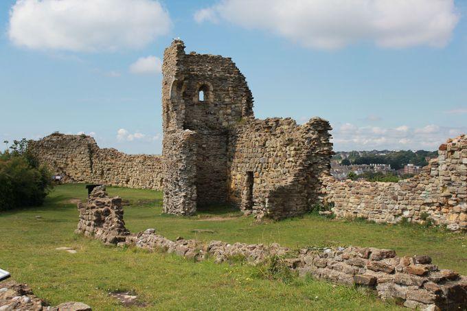 廃墟と青い海のコントラスト「ヘイスティングス城」