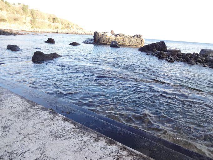 干潮時に姿を現す幻の温泉