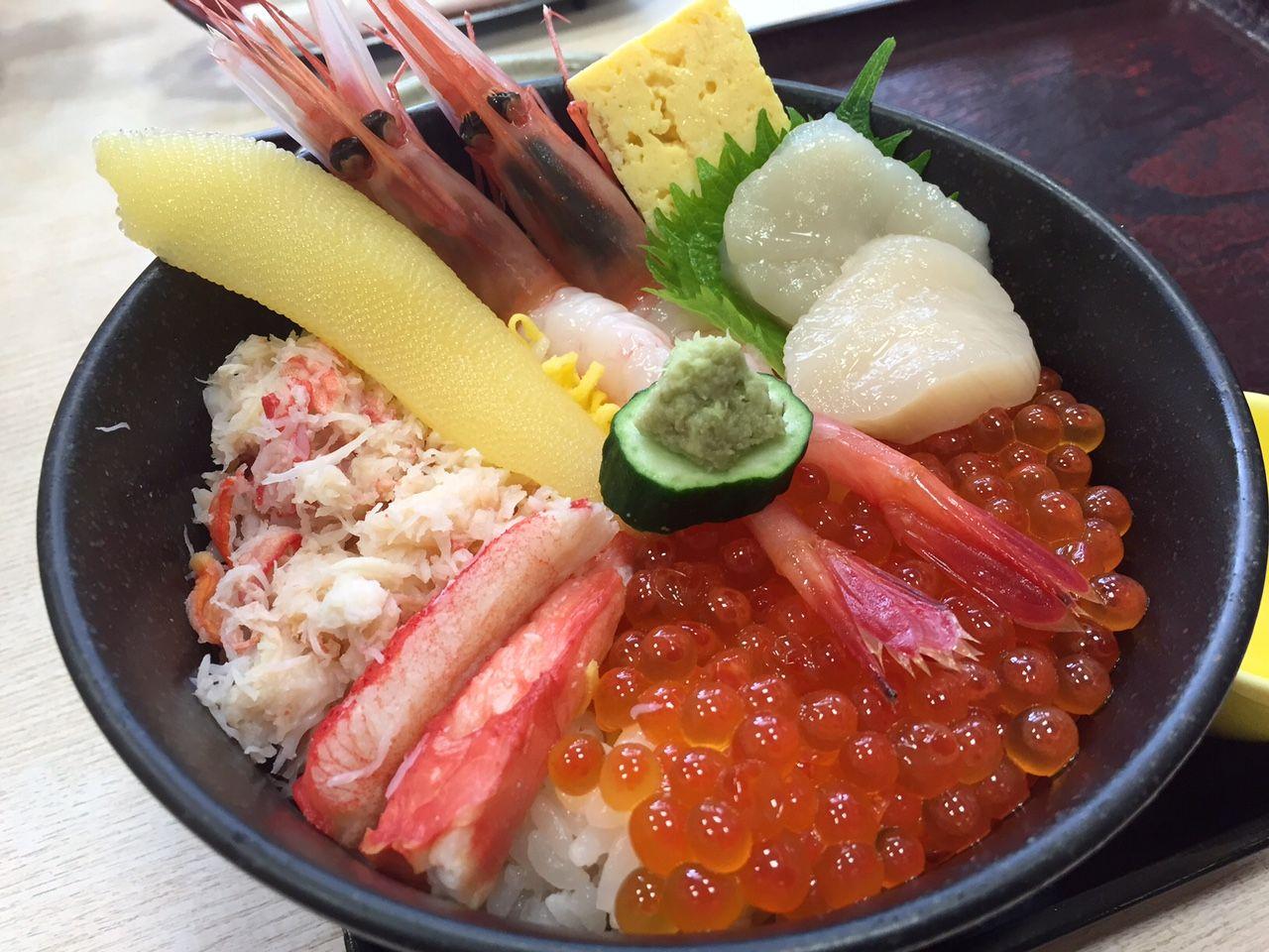 眺めてうっとり食べてにんまり 艶やかな海鮮丼を召し上がれ!