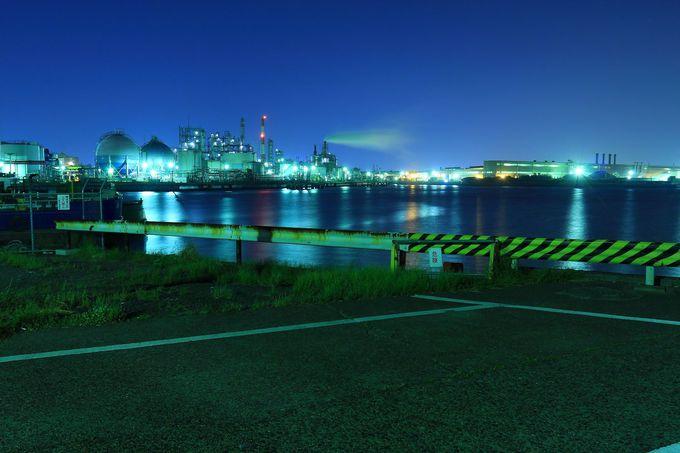 「千鳥町」最北端からは殿町方面の工場夜景を車に乗ったま観賞できる