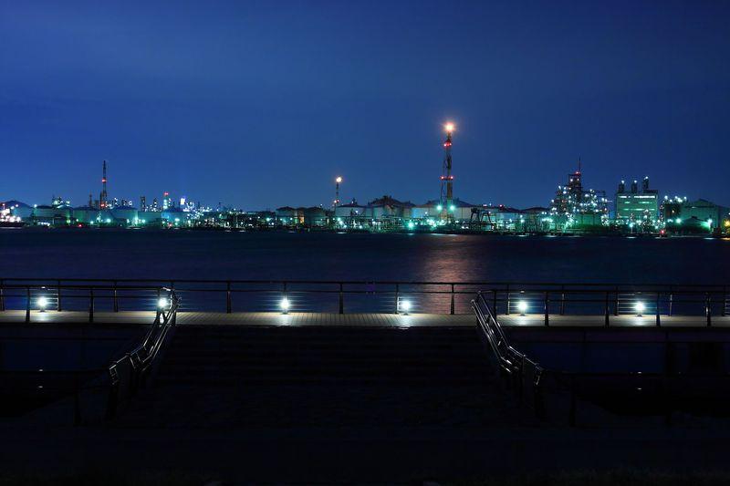 巨大画面でSF映画を観ているかのよう!川崎「東扇島東公園」