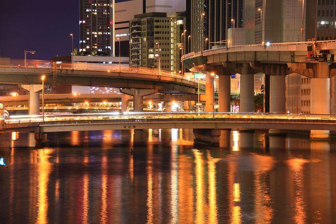 橋の上から見る水辺夜景は水都大阪を象徴!