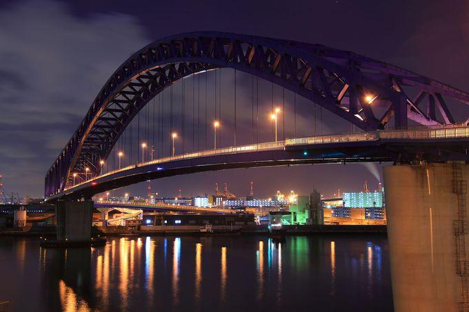 ループ構造ではないが、モダンな欄干形状の「千歳橋」