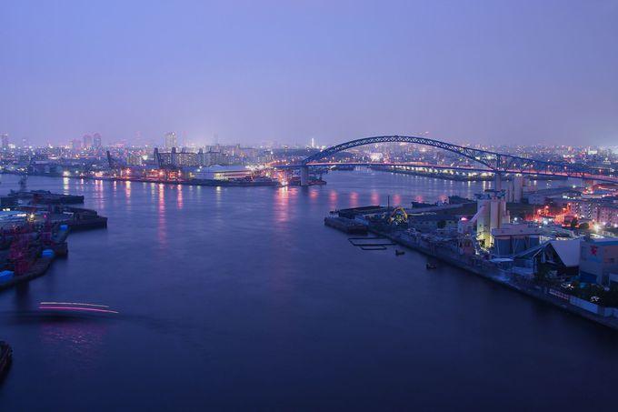 橋自体は地味だが360°パノラマの眺めを持つ「なみはや大橋」