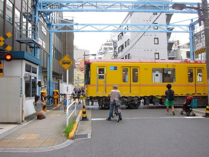 びっくり仰天!道路を横切る東京メトロ銀座線!