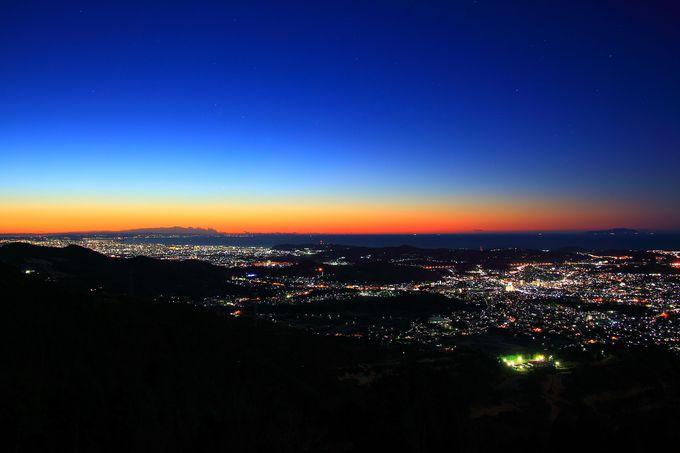 東の空のカラーグラデーションが非常に美しい朝焼け時は寒さを忘れるほど!