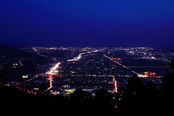 完全に夜になる直前に視界を真南の足柄平野へシフトしてみよう!