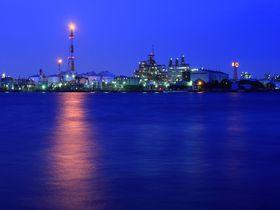 夜の対岸の工場地帯は未来都市!川崎にある東扇島東公園の魅力に迫る!